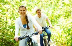 couple bike riding caucasian.jpg 390254 pixels