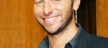 Ian Thorpe with a smile.jpg 2 1312 592 pixels
