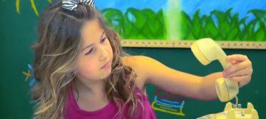 KIDS REACT TO ROTARY PHONES - YouTube